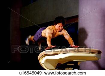 Banque de Photographies - jeune, pratiquer,  gymnastique, voûtes,  cheval. fotosearch  - recherchez des  photos, des images  et des cliparts